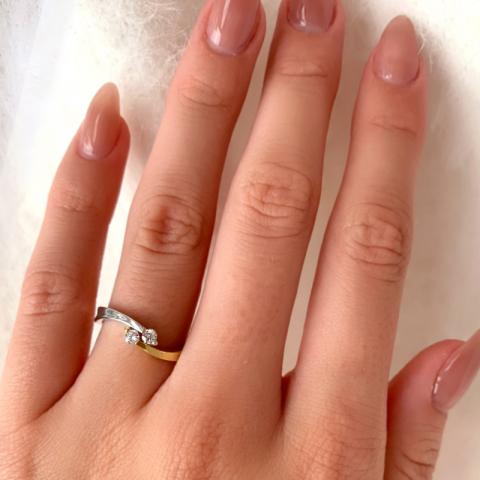 Fin ring i 9 karat gull og hvitt gull