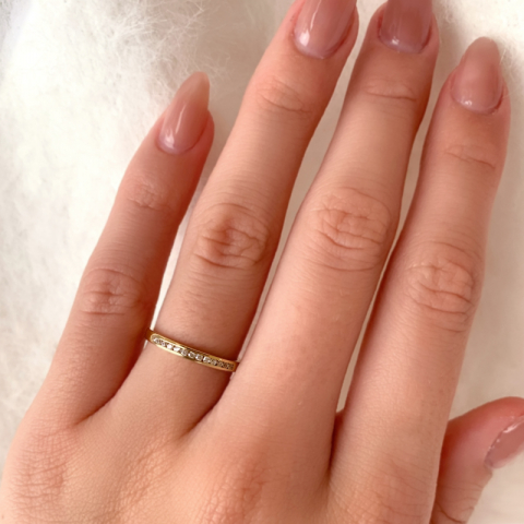 Smal gull ring i 9 karat gull