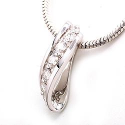 Diamant anheng i 14 karat hvitt gull 0,25 ct