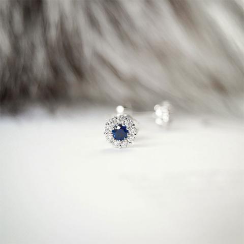 Safir briljantøredobb i 14 karat hvitt gull med diamanter og safirer