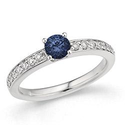 Fin blå safir ring i 14 karat hvitt gull 0,20 ct