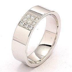 Vakker bred giftering i 14 karat hvitt gull 0,149 ct