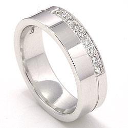 Eksklusiv giftering i 14 karat hvitt gull 9 x 0,015  ct