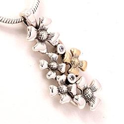 Blomsteranheng i oksidert sterlingsølv og 8 karat