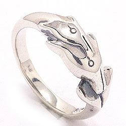 Delfin ring i oksidert sterlingsølv